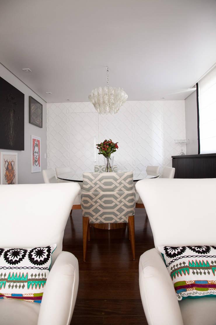 sala de jantar: Salas de jantar modernas por Arquitetura Juliana Fabrizzi