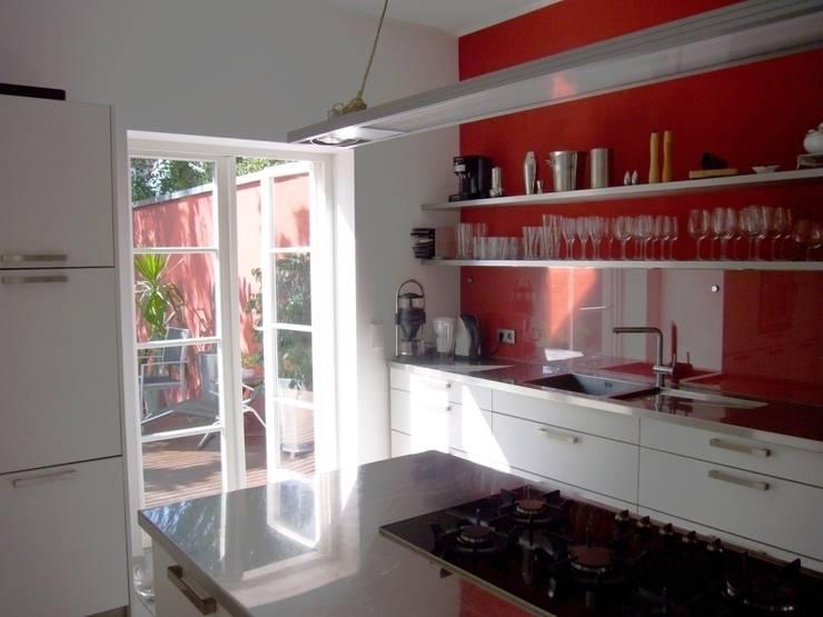 Küche, Zugang Garten: moderne Küche von ketterer innenarchitektur
