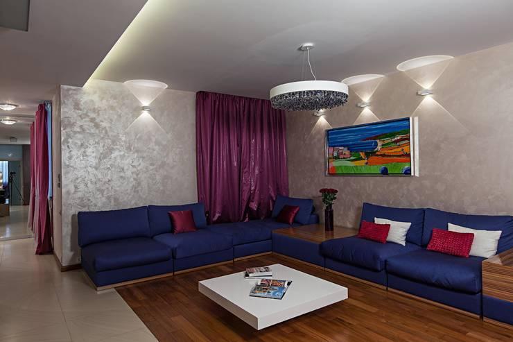 Жизнь в ярких цветах: Гостиная в . Автор – дизайн студия 'LusiSarkis '