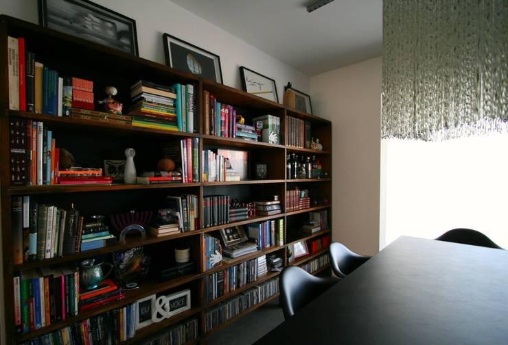Apartamento LV: Salas de jantar  por Tellini Vontobel Arquitetura,