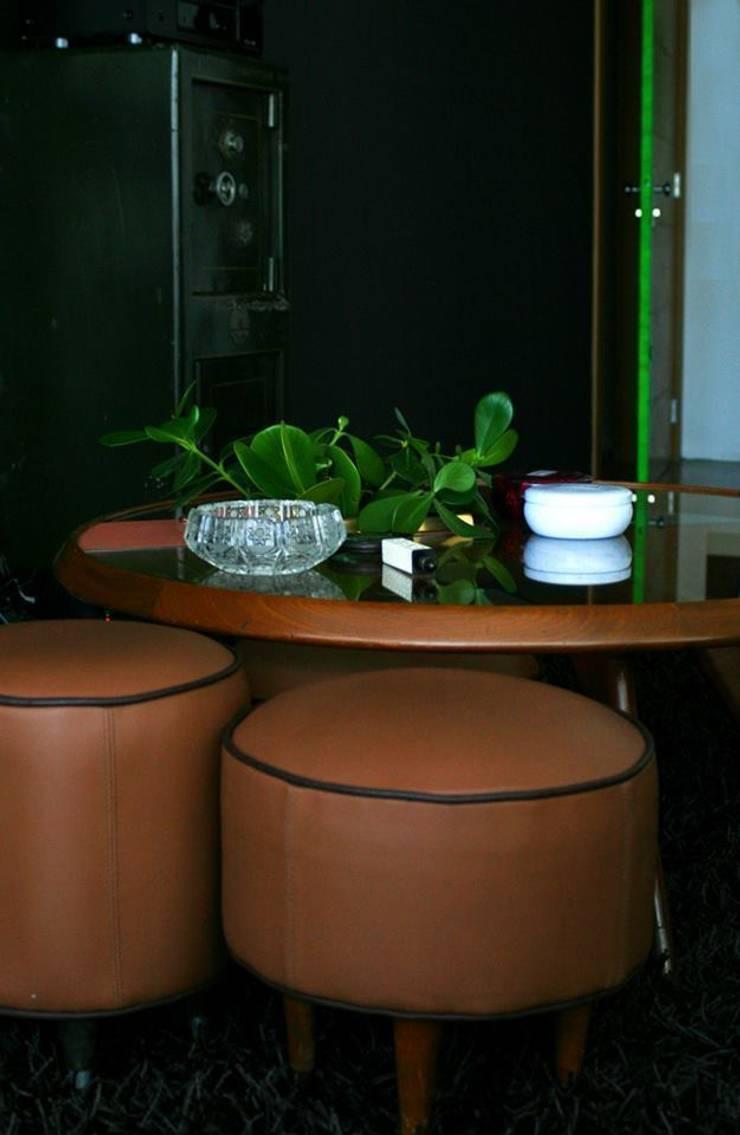 Apartamento LV: Salas de estar  por Tellini Vontobel Arquitetura,