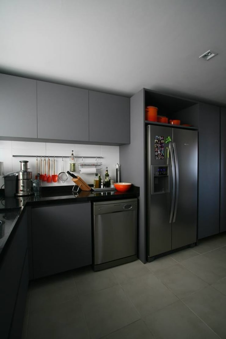 Apartamento LV: Cozinhas  por Tellini Vontobel Arquitetura,