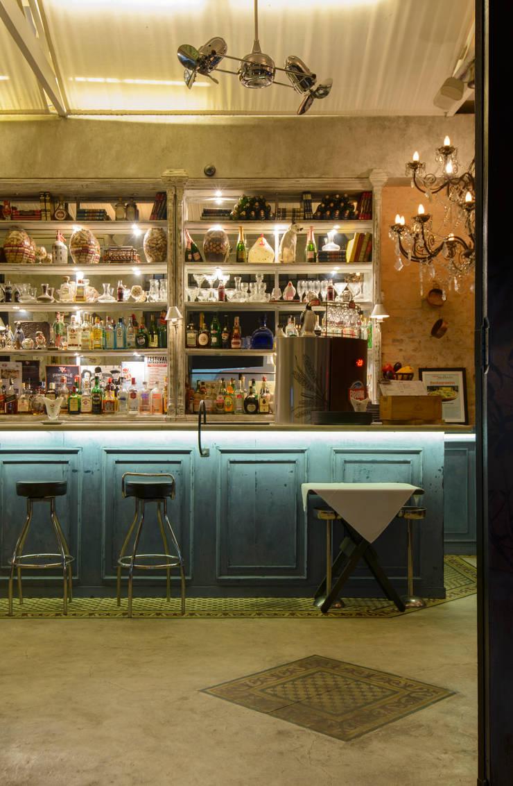detalhe Bar : Espaços gastronômicos  por Arquitetura Juliana Fabrizzi