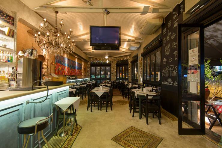 espaço  interno de refeições : Espaços gastronômicos  por Arquitetura Juliana Fabrizzi
