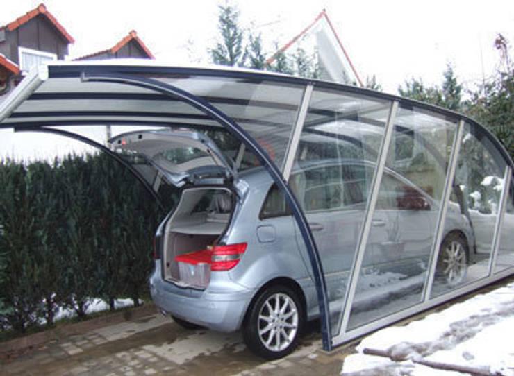 Garages de estilo  por FRANCE ABRIS : Spécialiste  abri de jardin, garage, carport