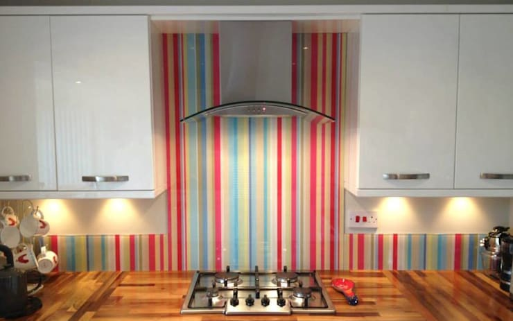 Barcode stripe glass splashback and upstands:  Walls & flooring by DIYSPLASHBACKS