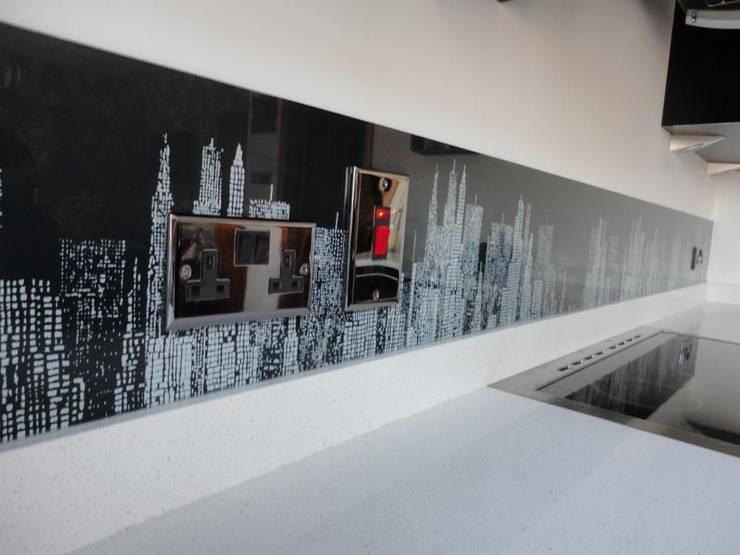 New York skyline glass upstands:  Walls & flooring by DIYSPLASHBACKS