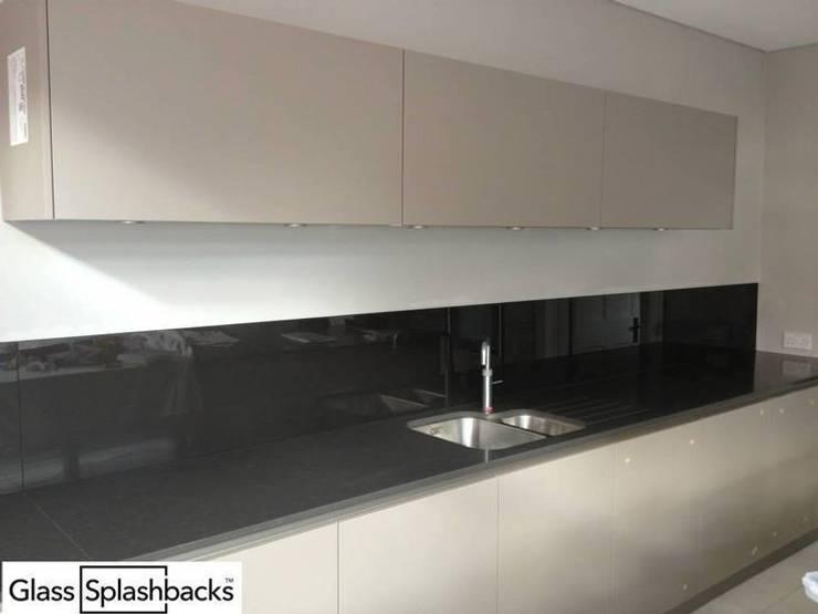 Anthracite glass upstands :  Walls & flooring by DIYSPLASHBACKS