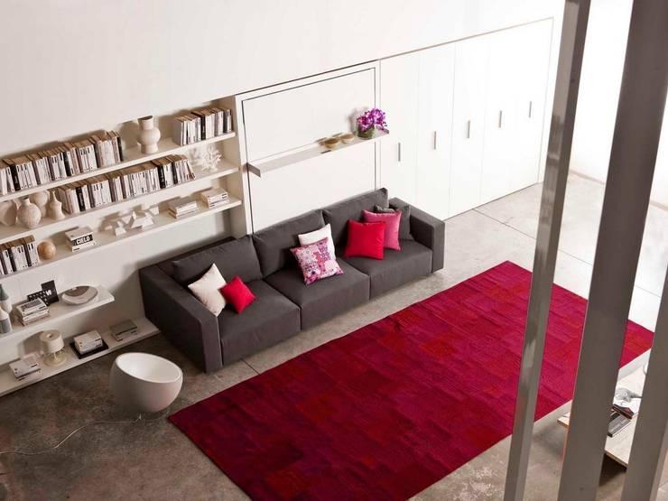 Salon con cama abatible con sofá : Salones de estilo  de Mobiliario Xikara