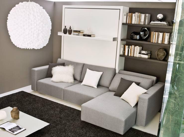 Cama abatible con sofá: Salones de estilo  de Mobiliario Xikara