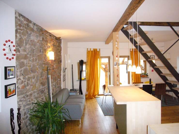 Wohnhaus ET:  Wohnzimmer von plan.G [innenarchitekten]