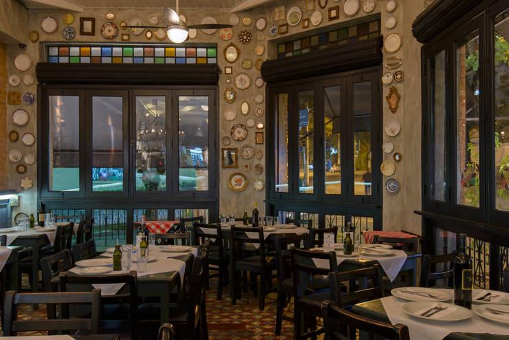 detalhe decoração paredes: Espaços gastronômicos  por Arquitetura Juliana Fabrizzi