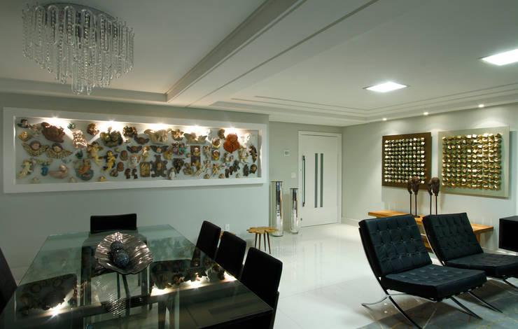 Sala estar/jantar dos anjos: Salas de jantar  por Celia Beatriz Arquitetura,