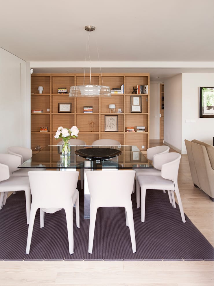 minimalistic Dining room by A! Emotional living & work