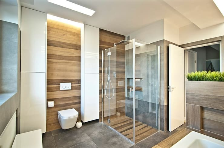 Dom Solskiego Myślenice: styl , w kategorii Łazienka zaprojektowany przez Novi art