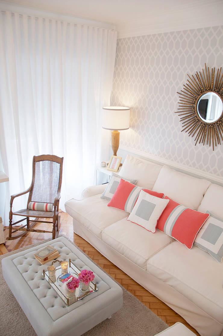 Amoreiras House: Salas de jantar  por Catarina Batista Studio