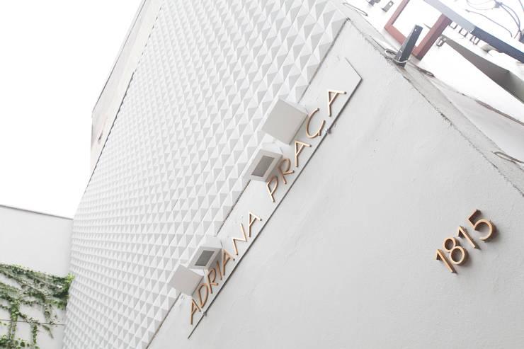 Fachada : Lojas e imóveis comerciais  por Arquitetura Juliana Fabrizzi,