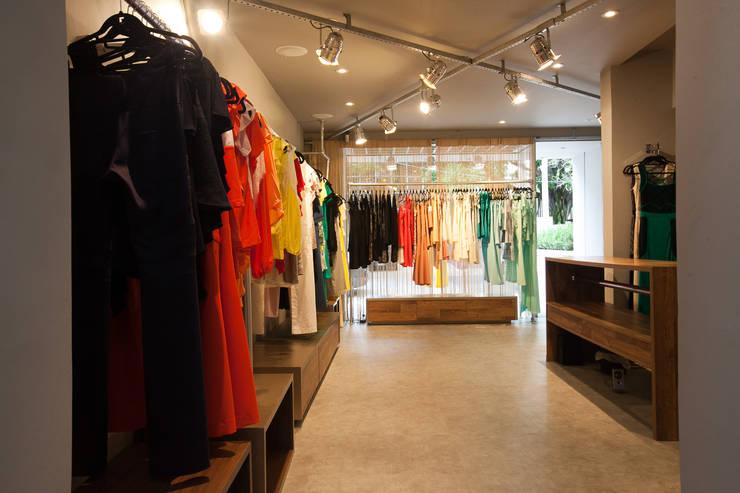 Loja: Lojas e imóveis comerciais  por Arquitetura Juliana Fabrizzi,