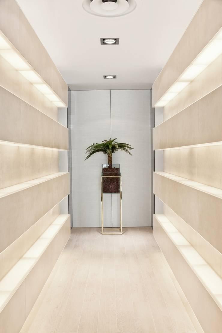 Koridor dan lorong oleh Catarina Batista Studio, Modern Keramik