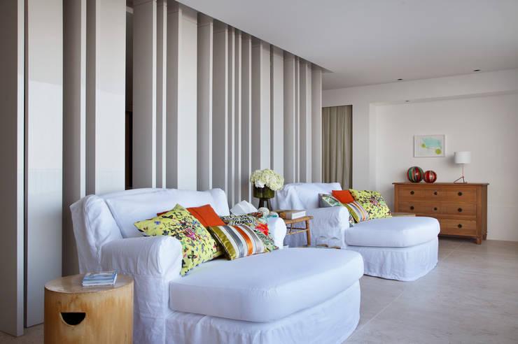 Residência Vieira Souto: Terraços  por Bezamat Arquitetura