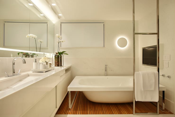 Residência Vieira Souto: Banheiros  por Bezamat Arquitetura