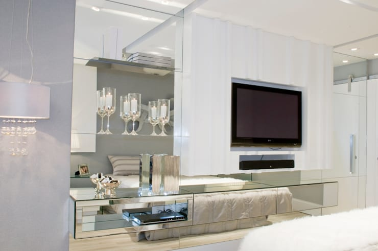 Suíte Casal – Casa Cor PR 2009: Quartos  por Rolim de Moura Arquitetura e Interiores,