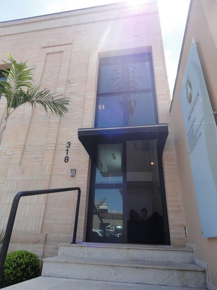 Clínica Médica: Clínicas  por Carla Pagotto Arquitetura e Design Interiores