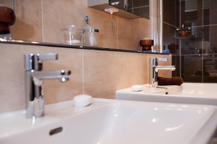 Modern En-Suite Bathroom - Shower Room Design Surrey:  Bathroom by Raycross Interiors