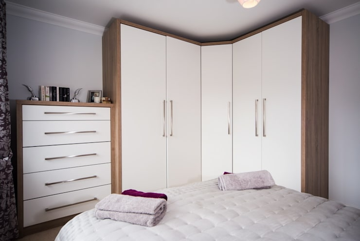 Daval Bedroom Furniture - Bedroom Design Surrey:  Bedroom by Raycross Interiors