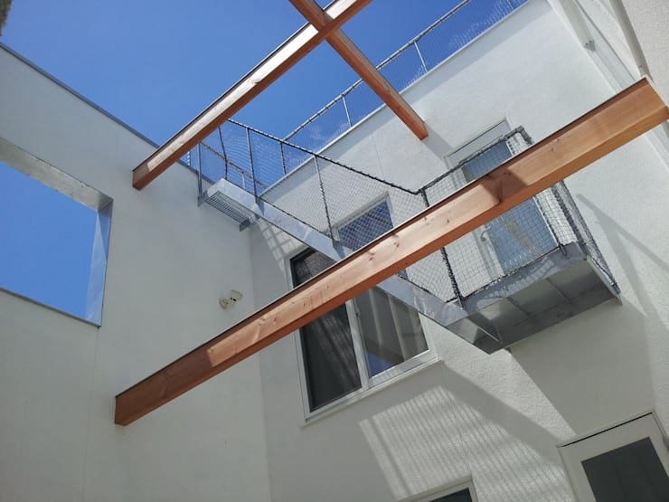 中庭: 内田建築デザイン事務所が手掛けた庭です。