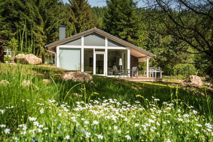 Eine exklusive Urlaubsarchitektur erwartet Sie in der Ferienhaus Lichtung im Thüringer Wald:  Häuser von Ferienhaus Lichtung       im grünen Herzen Deutschland