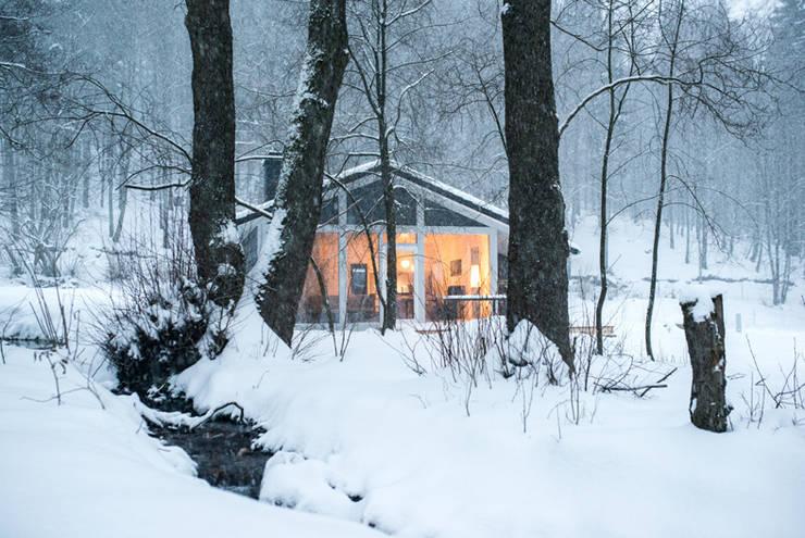 Ich erwarte Sie und meine Fußbodenheizung ist wohlig warm - Dein Ferienhaus im grünen Herzen Deutschland:  Häuser von Ferienhaus Lichtung       im grünen Herzen Deutschland