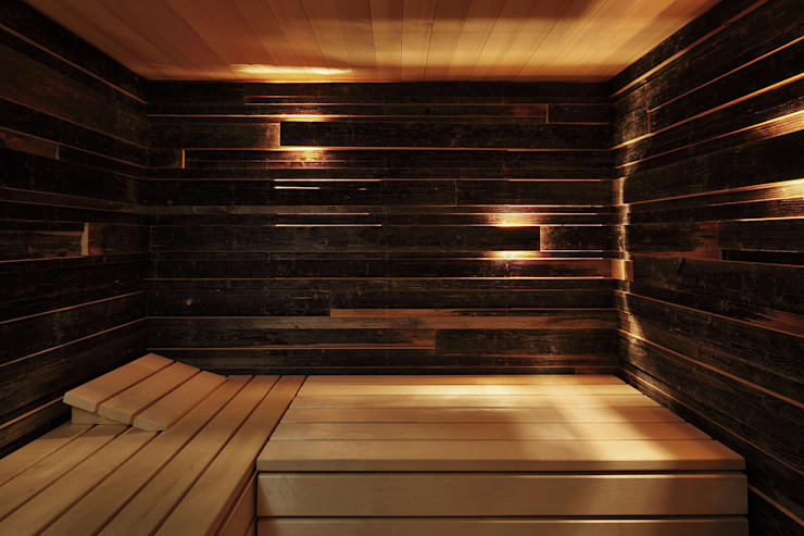 Bienenhus - Sauna aus verwitterten Brettern:  Spa von Yonder – Architektur und Design