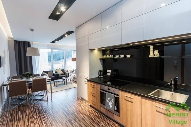 Apartament pokazowy Merint Village w Wiśle: styl , w kategorii Kuchnia zaprojektowany przez Goryjewska.Górnisiewicz ,Nowoczesny