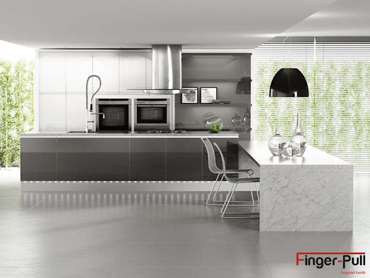 """Cocina alto brillo de la gama Luxe by Alvic con puertas Finger-Pull en """"perfil J"""": Cocina de estilo  de ALVIC"""