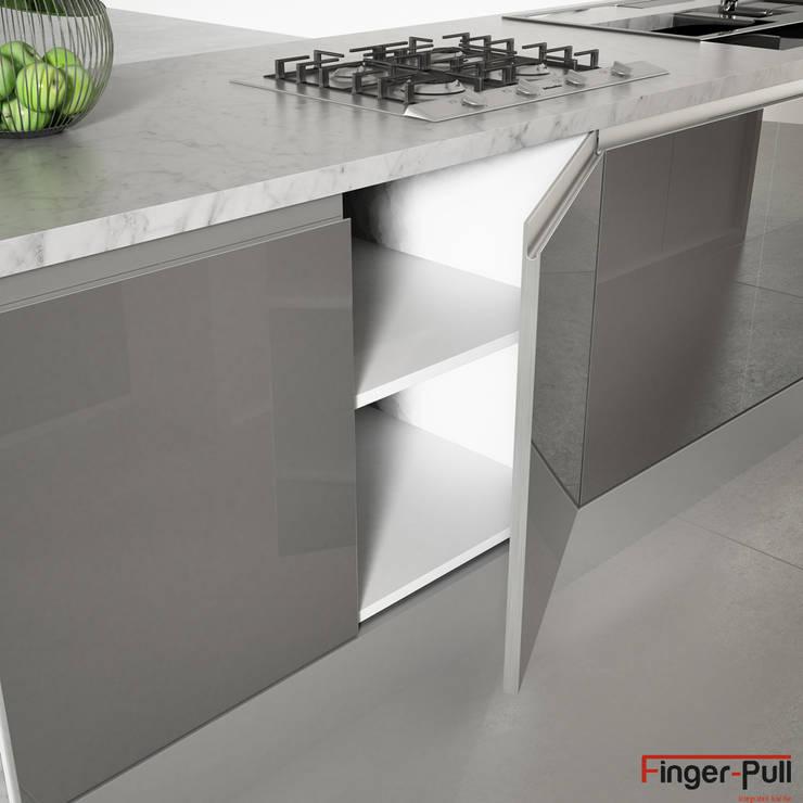 """Detalle puerta de cocina alto brillo de la gama Luxe by Alvic con puertas Finger-Pull en """"perfil J"""": Cocina de estilo  de ALVIC"""