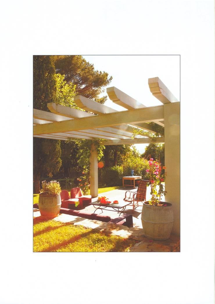 Casa de campo en el sur de Francia: Terrazas de estilo  de La Californie