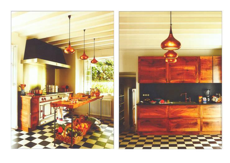 Casa de campo en el sur de Francia: Cocinas de estilo  de La Californie