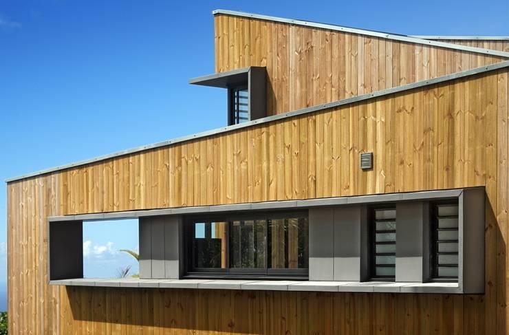 villa PAVARD: Maisons de style  par T&T architecture