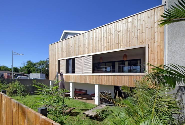LITTORAL IMMOBILIER: Maisons de style  par T&T architecture