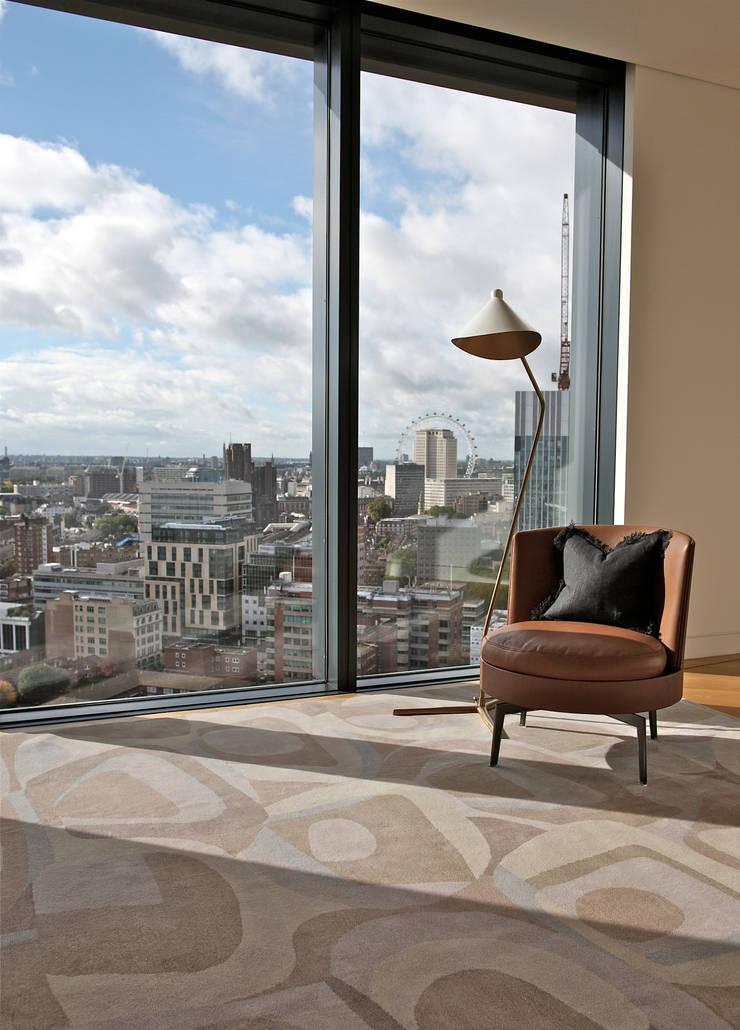 Padina London Eye:  Living room by Gideon Hatch