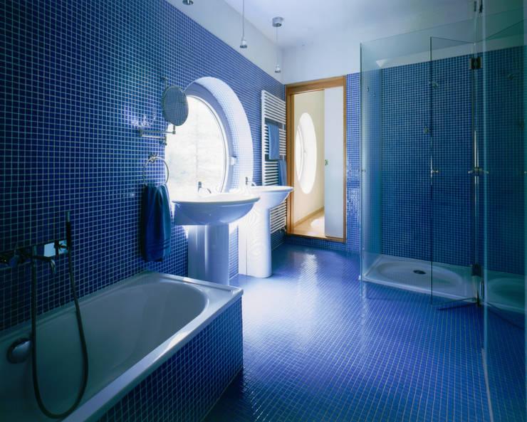 Haus F:  Badezimmer von Architekt Daniel Fügenschuh ZT GMBH