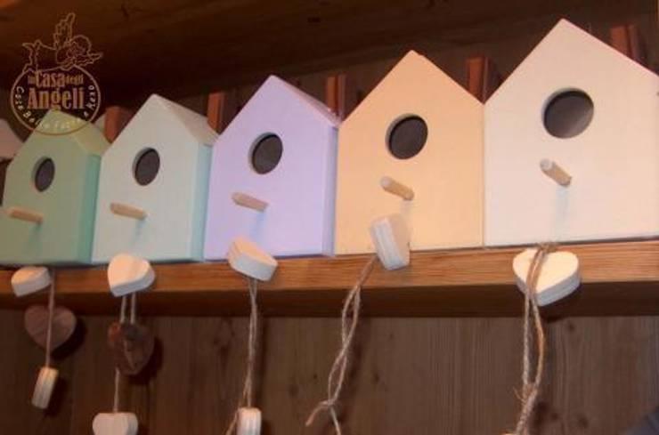 Casette per uccelli: Giardino in stile In stile Country di La Casa degli Angeli di Michele Rinaldo