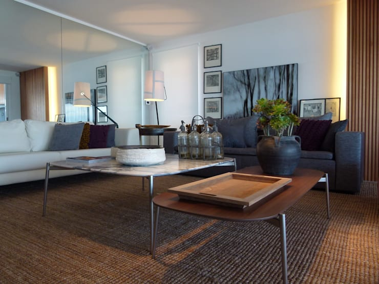 Apto PDE: Salas de estar  por Tellini Vontobel Arquitetura