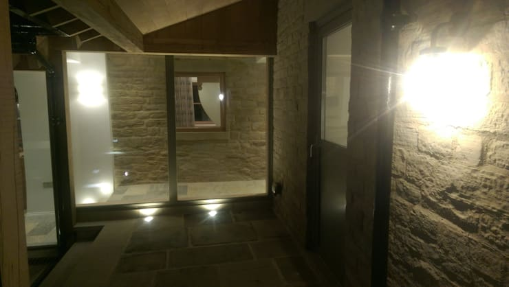 Farmhouse Restoration Project:  Corridor & hallway by Inspire Audio Visual