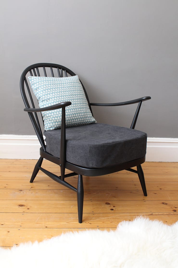 Vintage Ercol Windsor easy chair:  Living room by Owl and the Elephant