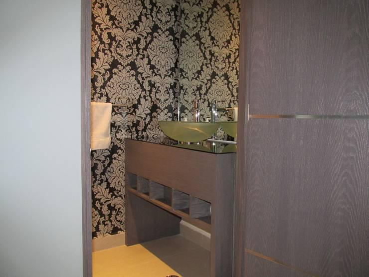 Baño de visitas : Baños de estilo  por ARTTRE FURNITURE DESIGN