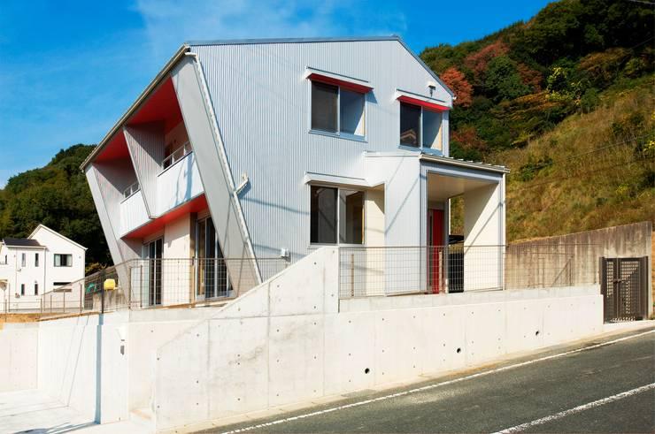 東側外観: 氏原求建築設計工房が手掛けた家です。
