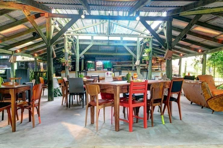 Bares y clubs de estilo  por Tellini Vontobel Arquitetura,