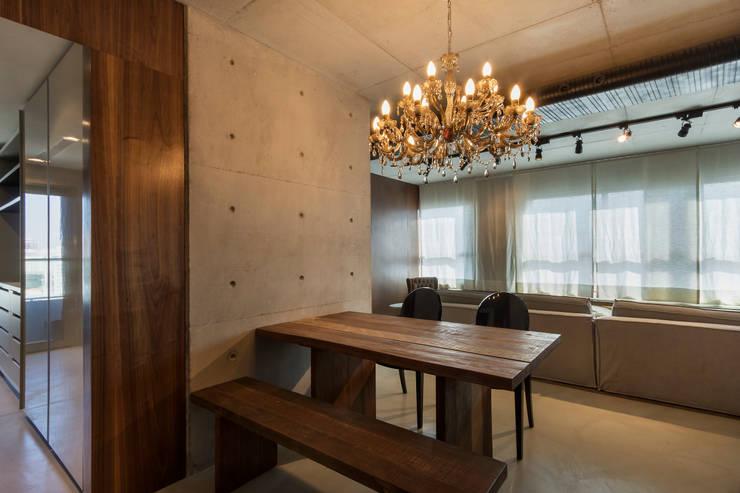 Dining room by Studiodwg Arquitetura e Interiores Ltda.
